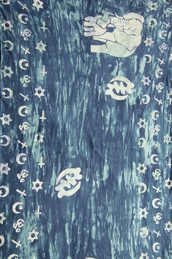 удобная сумочка для хранения шарфа в тон расцветке.